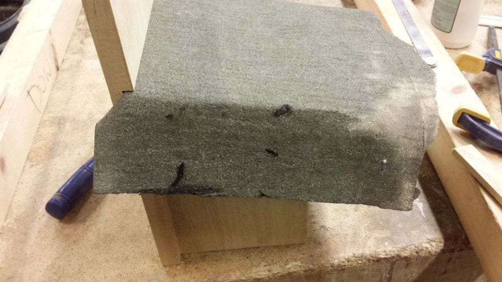 Felt smoothed down side edoge for nesting bird box