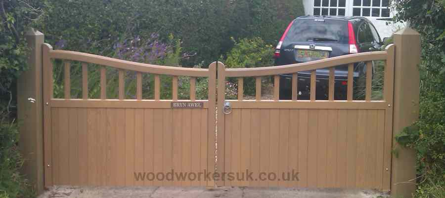 Low centre version of our Caernarfon gates (in Prime European Oak, Hardwood)