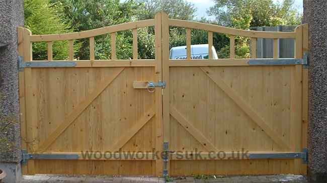 Rear view of our Caernarfon driveway gates showing the rails and bracing.