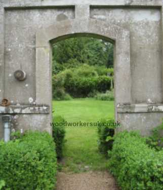 Entrance to a walled garden – gate less!