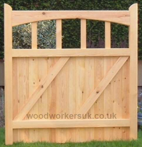 Choice, underswept curving head, wedged mortice and tenon construction! Our Harlech pedestrian gates